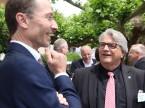 Unterhielt die Gäste auch nach dem offiziellen Teil: René Degen (rechts) mit Marcel Hollenstein, Garage Hollenstein AG..